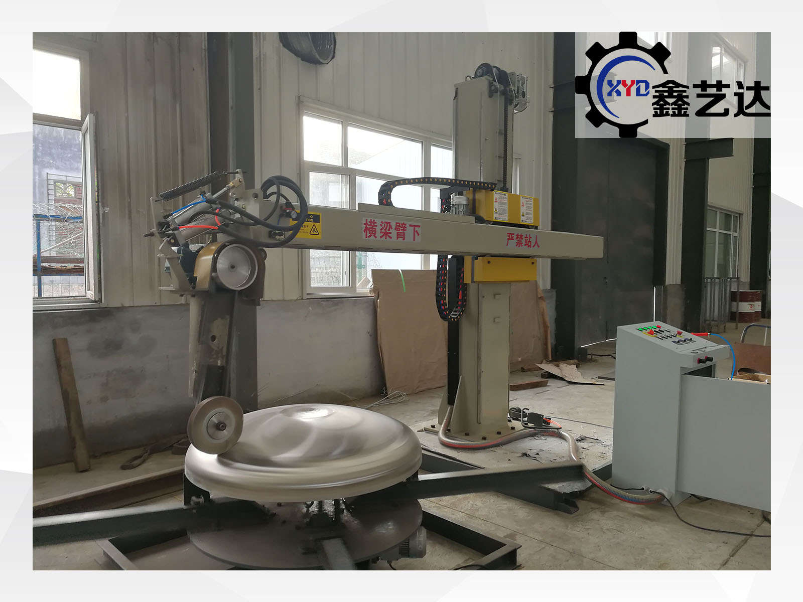 Metal dish grinding and buffing machine